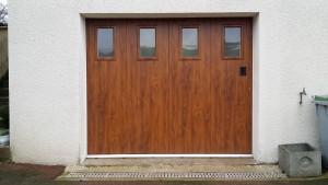 Porte de garage en bois, fabrication sur mesure par la menuiserie Lemaire à Fère Champenoise dans la Marne
