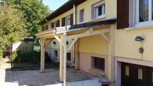 Rénovation,, auvent en bois, menuiserie Lemaire à Sézanne dans la Marne, 51